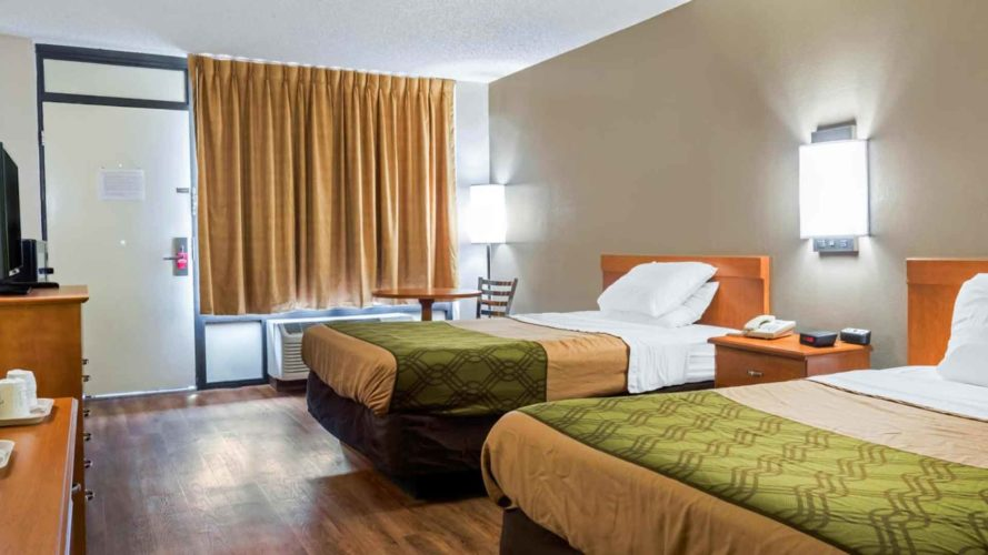 double room interior at econo lodge live oak florida