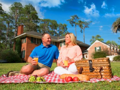 couple having picnic at heritage park & gardens in live oak florida