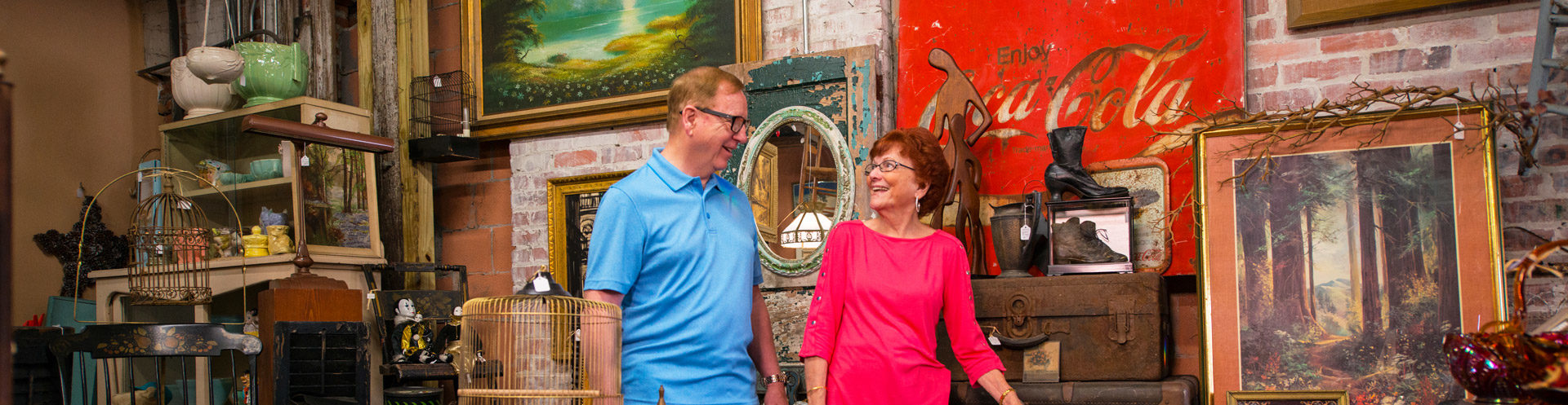 couple shopping for antiques in suwannee