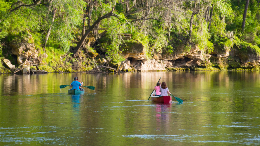 family canoeing at suwannee river state park in florida